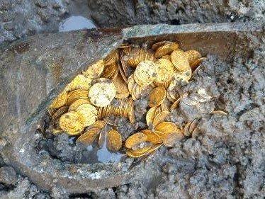 Roman gold coins Como